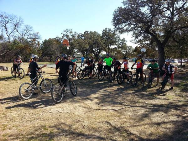 Member of the club get together for a recent MTB clinic held at Walnut Creek.